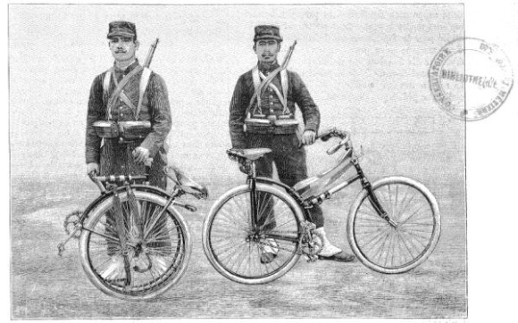 Bicicleta dobrada à esquerda e à direita ela aberta. Sem data.