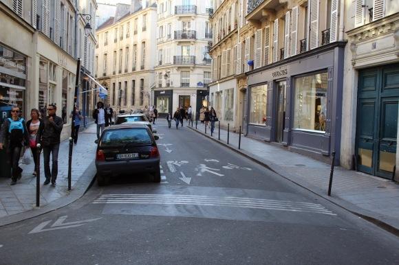 Travessia de pedestre diferenciada .